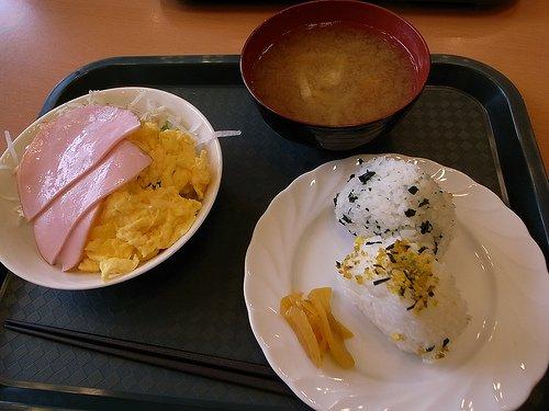 Petit-déjeuner du Nakajincho Toyoko Inn à Takamatsu.