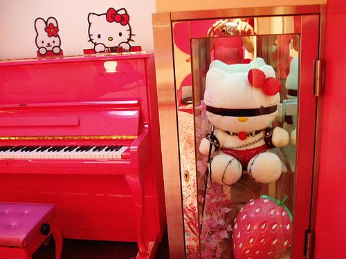 Une chambre sur le thème Hello Kitty« bondage » au Love Hotel Adonis à Osaka.
