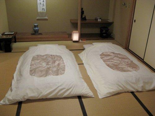 Même dans les ryokans les plus luxueux, n'espérez pas avoir lits et chaises dans votre chambre.