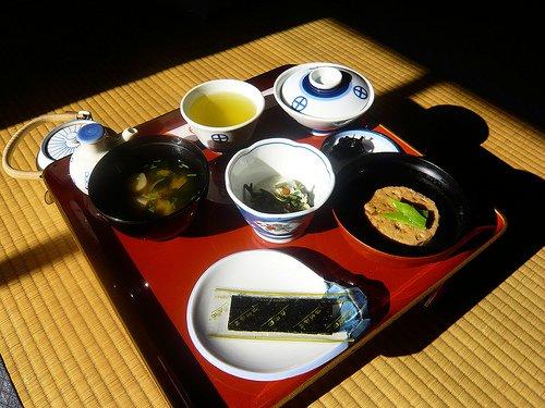 Voici le genre de nourriture que les moines mangent chaque jour, et que vous mangerez aussi si vous séjournez dans un temple.