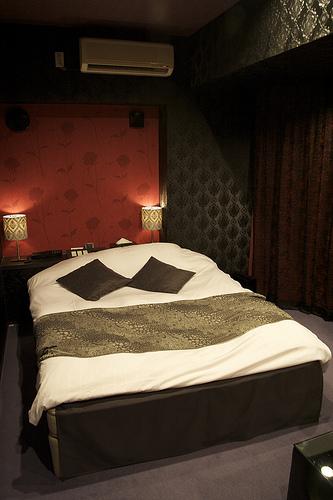 Cette chambre ressemble à une chambre d'hôtel ordinaire, mais elle se situe dans un «love hotel» de Shibuya à Tokyo.