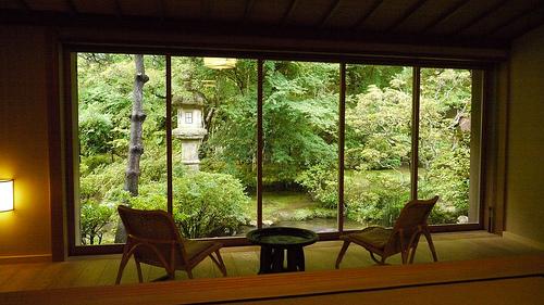 Dans les meilleurs ryokans, vous pouvez espérer que votre chambre possède une vue donnant sur un magnifique jardin japonais.